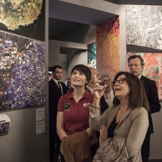 astronaut samantha crisotoforetti visits the exhibit with viviana panaccia (the curator) and the ASI president roberto battiston